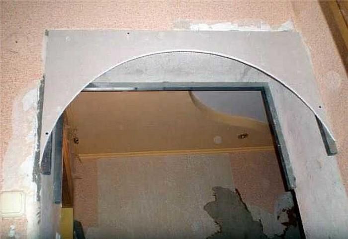 46. Закрепленная в проеме боковая стенка будущей арки.jpg