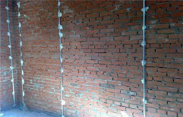 Установка маяков для штукатурки стен.jpg